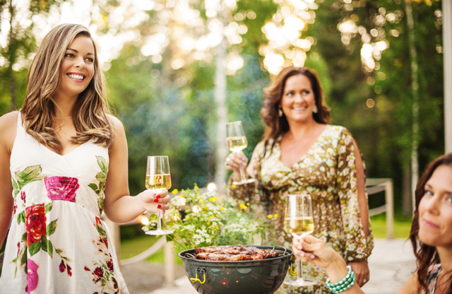 8 Tips To Manage Weight Loss At Summer Gatherings