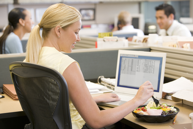 How to Manage Eating Habits at Work