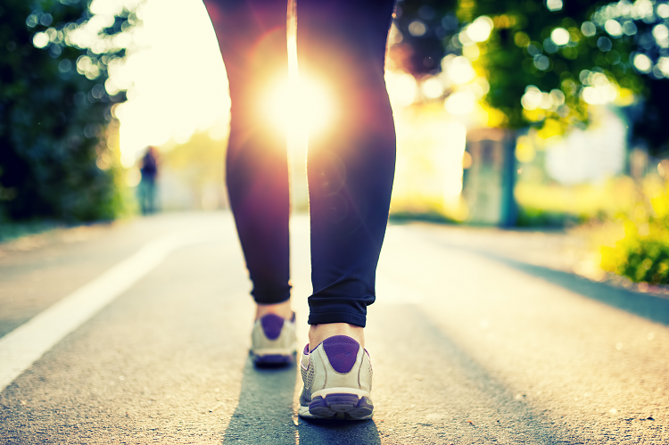 Walk Yourself Slimmer – 6 Reasons to Love Walking this Spring